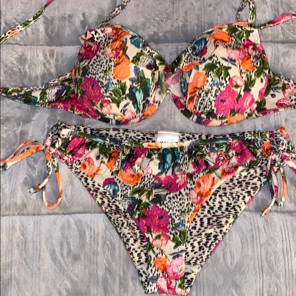 H&M Other - FLORAL HALTER PUSH UP BIKINI